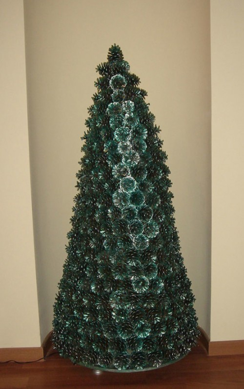diy christmas tree made of pine cones shelterness