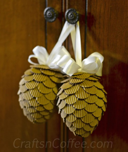 corrugated cardboard pinecone ornaments (via craftsncoffee)