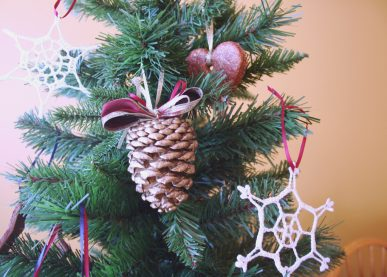 gold pinecone ornament (via craftpenguin)