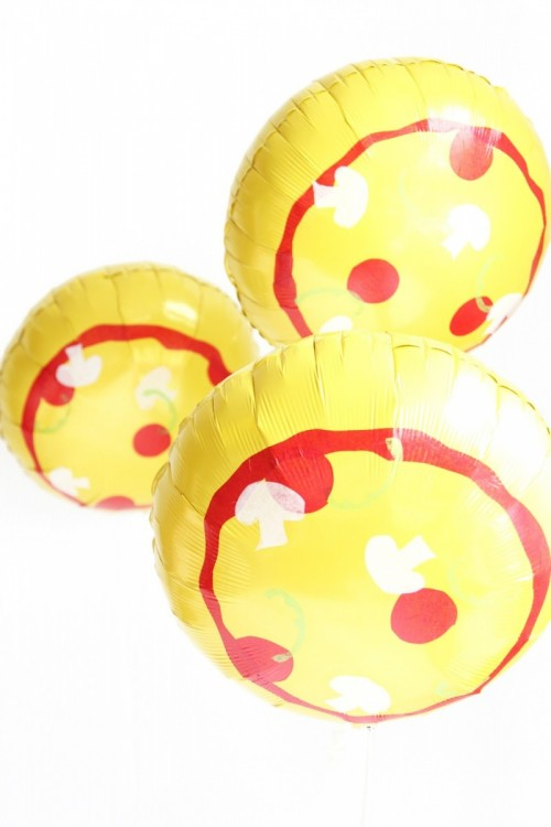 pizza balloons (via awwsam)