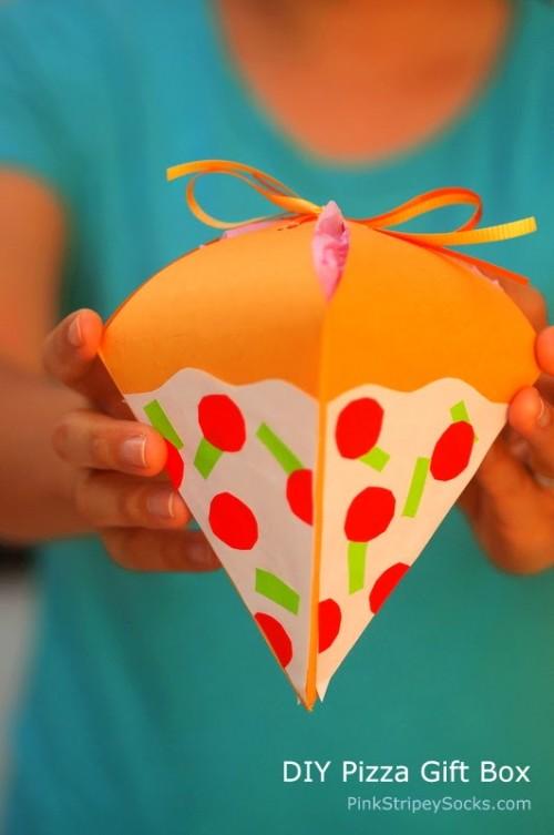 pizza gift box (via pinkstripeysocks)