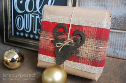 plaid Christmas wrapping (via livelaughrowe)