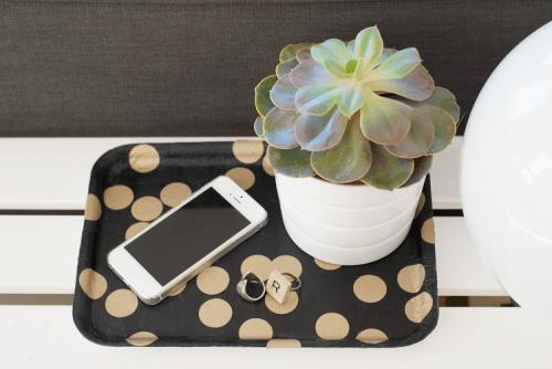 easy polka dot tray (via ohnorachio)
