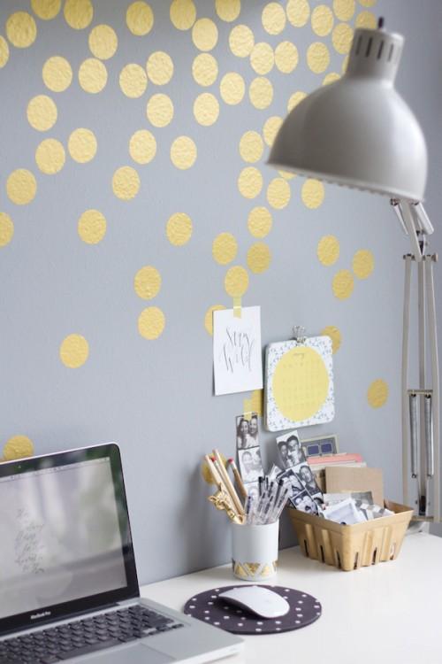 gold polka dot wall (via lovelyindeed)