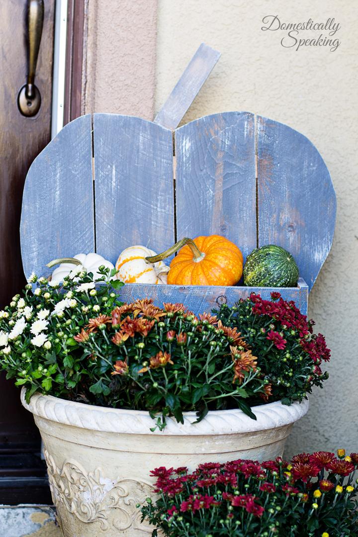 simple pumpkin stand