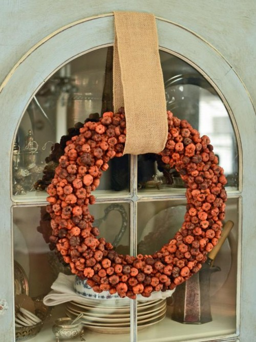 tiny pumpkins wreath (via hgtv)