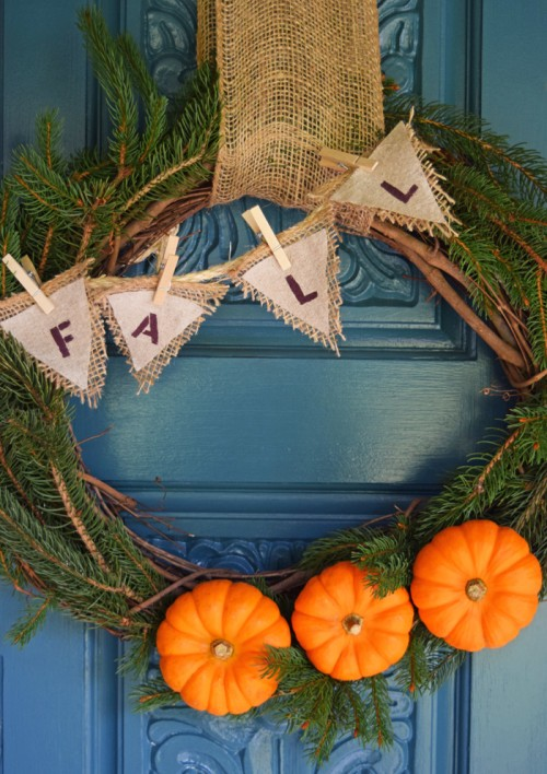 burlap and pumpkin wreath (via adventuresofmel)