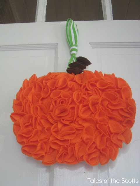 fabric pumpkin wreath (via talesofthescotts)