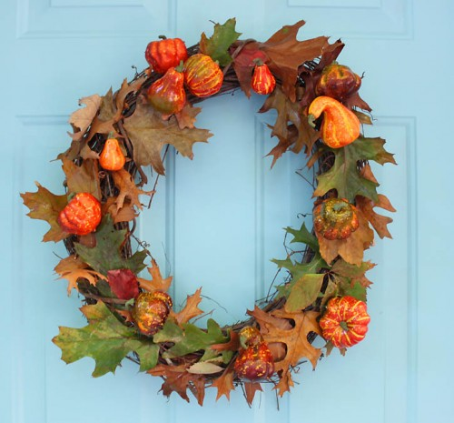 faux pumpkin wreath (via gina-michele)