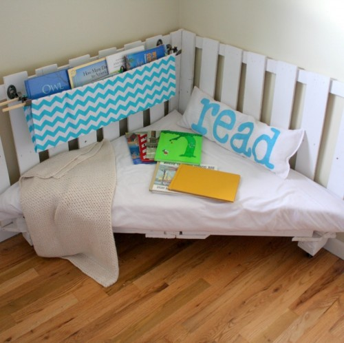 Diy Reading Nook Of Pallets