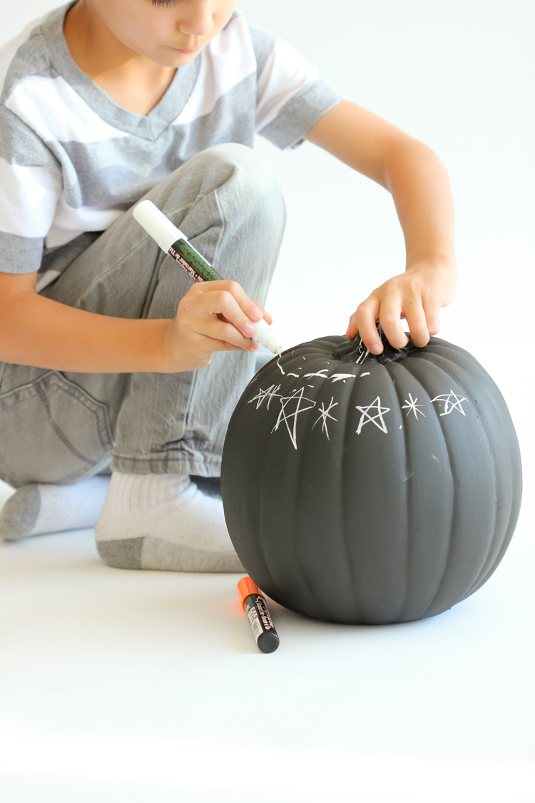 Picture Of diy reusable chalkboard pumpkins for your kids  1