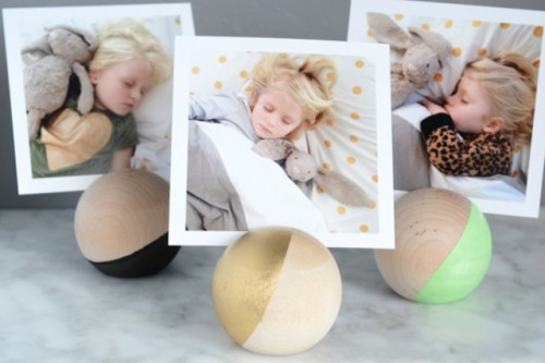 DIY Round Wooden Photo Holders To Make