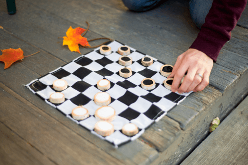 DIY Rustic Checkers Game Not To Be Bored