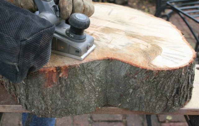 Picture of diy rustic end table from a tree stump slice 3 for Tree trunk slice ideas