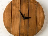 diy-rustic-faux-pallet-wood-wall-clock-1