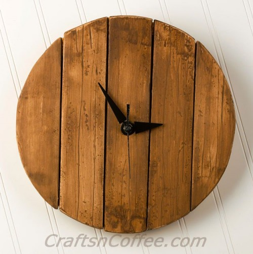 DIY Rustic Faux Pallet Wood Wall Clock