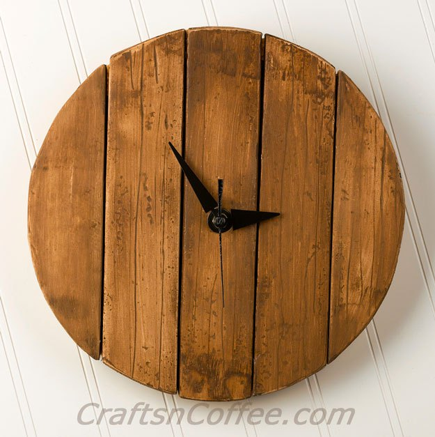 Picture Of diy rustic faux pallet wood wall clock  1