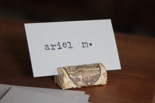 wine cork placeholders (via weddingomania)