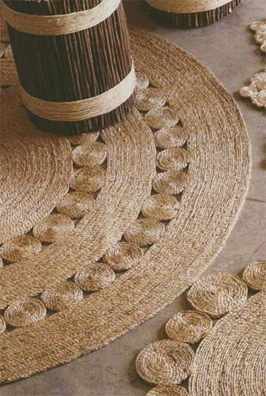 picture of diy rustic rug of jute or sisal rope