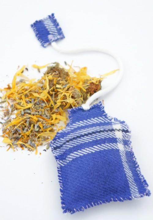 lavender tea bag sachet (via onebroadsjourney)