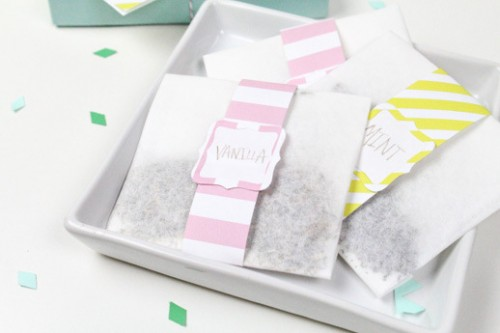 bath sachet gift (via sugarandcloth)