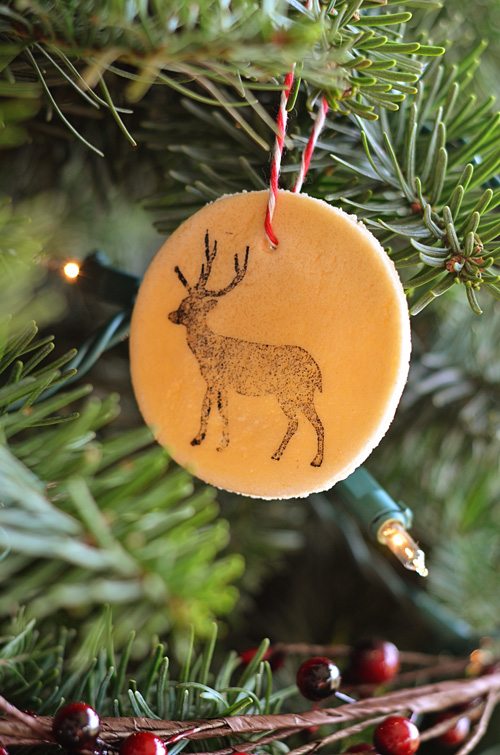 stamped salt dough ornaments (via agoldenafternoon)