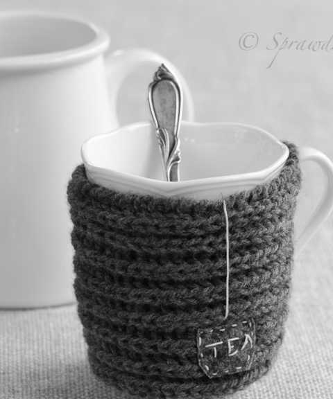 knitted mug sweaters (via sprawdzonakuchnia)