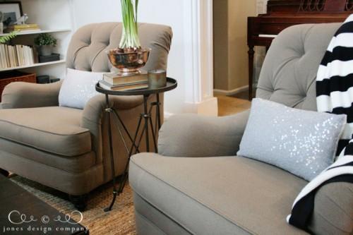 silver sequin pillow (via jonesdesigncompany)