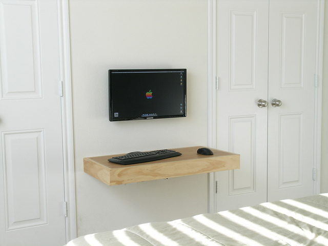 DIY Simple And Cute Floating Laptop Desk Photo 2