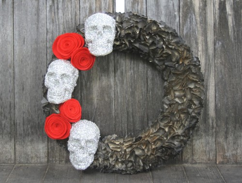 glittery skulls Halloween wreath (via pleasenotepaper)