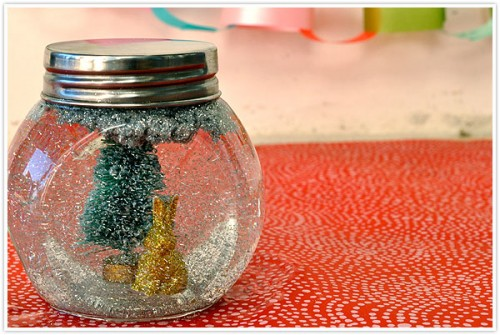 DIY Glitter Snow Globe (via shelterness)