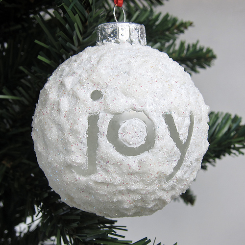 10 DIY Snowball Decorations For Winter Holidays