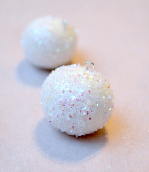 sculpey snowball ornaments (via oneartsymama)