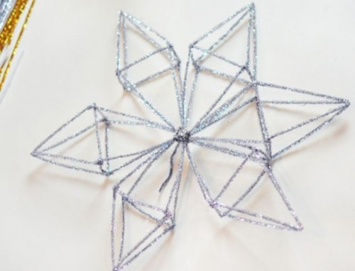 Diy Snowflake Tree Topper With Pipe Cleaners