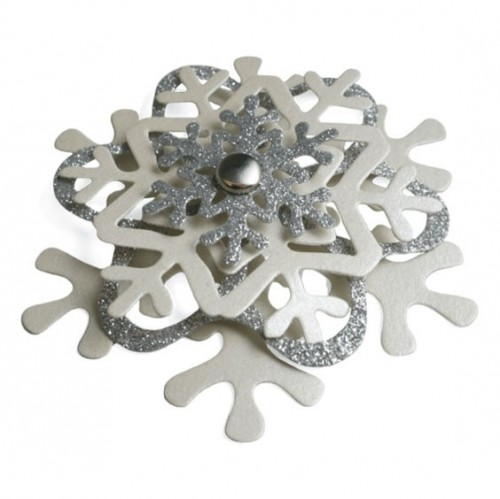 DIY snowflake ornament (via cherishedbliss)