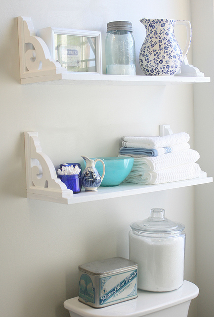 small shelves (via firsthomedreams)
