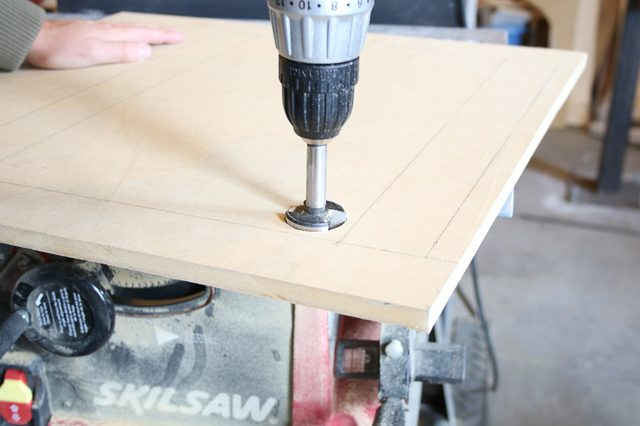 Picture Of diy space saving folding side table  2