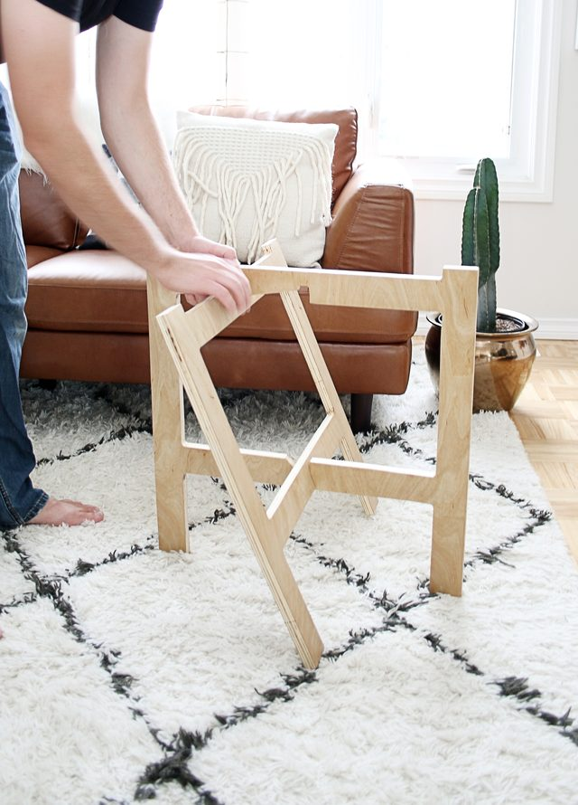 Picture Of diy space saving folding side table  5
