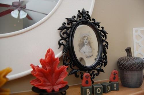 DIY Spooky Halloween Mirror