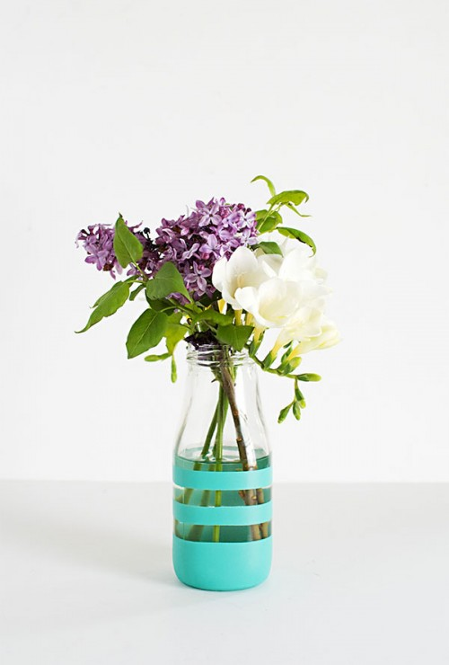 DIY Spray Painted Colorful Vases From Glass Bottles