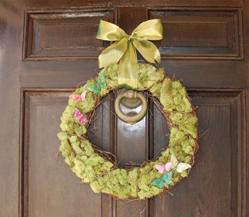 5 Cute DIY Spring Moss Wreaths