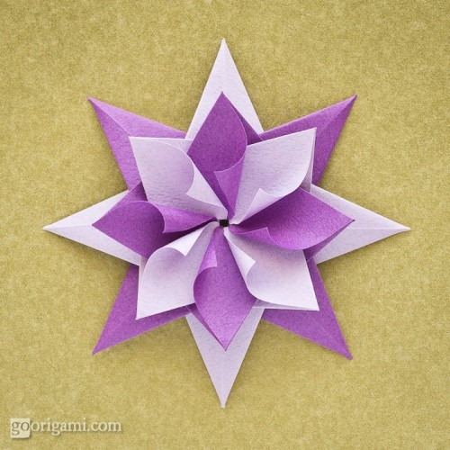 Colorful origami star (via goorigami)
