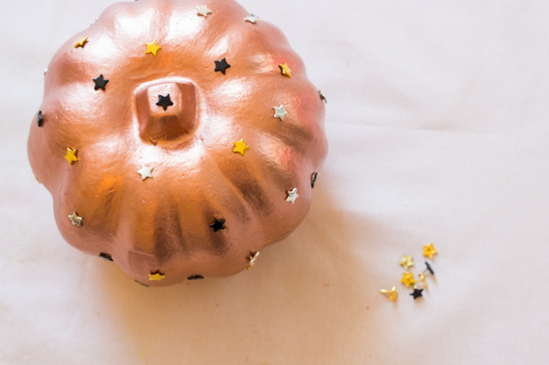 Picture Of diy star studded pumpkin for fall decor  1