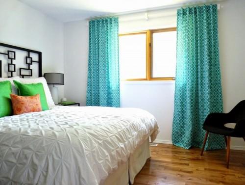 turquoise curtains (via dans-le-townhouse)