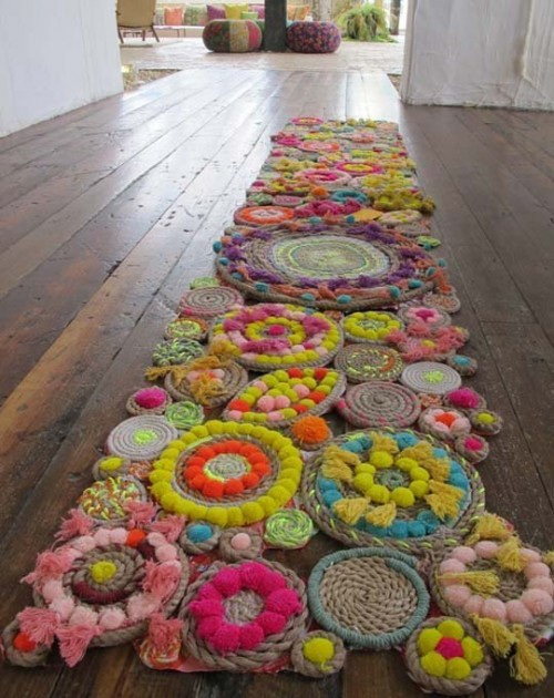 colorful rope rug  (via apartmenttherapy)