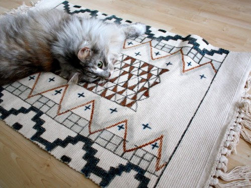 sharpie-colored rug (via alionsnest)