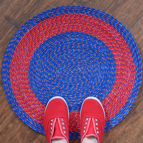 bright rope rug (via dreamalittlebigger)