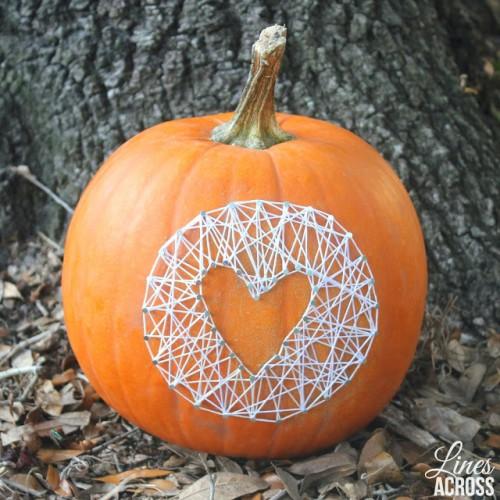 pumpkin string nail art (via linesacross)