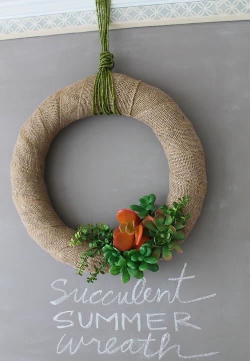 DIY Summer Burlap Wreath With Succulents