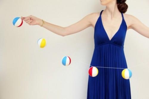 beach ball garland (via shelterness)